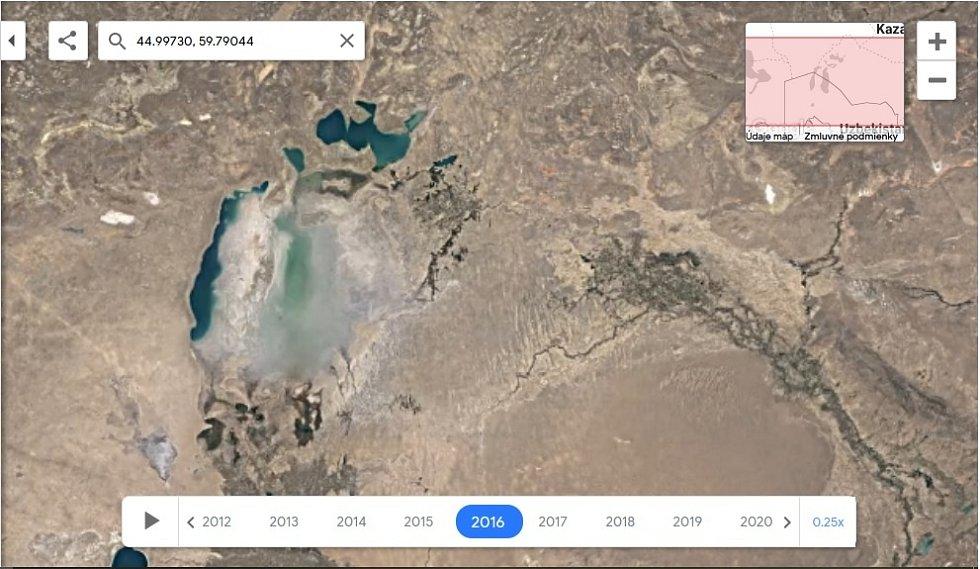 Nová aplikace Google Earth Timelapse umožňuje vidět proměnu planety v posledních čtyřiceti letech. Na snímku postupné vysoušení jezera Aral, rok 2016.