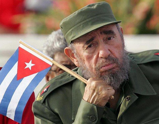"""Odstoupivší kubánský commandante Fidel Castro na archivním snímku. Těm, kdo se pokusí opustit jeho """"ostrov svobody"""", hrozí při dopadení drakonické tresty."""