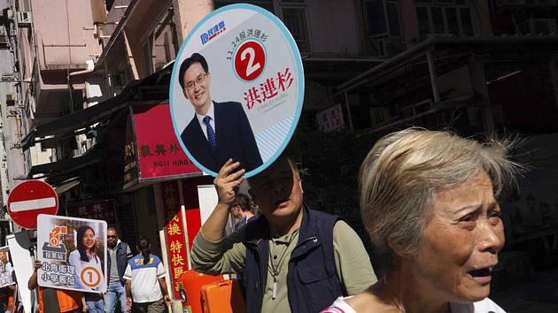 V Hongkongu začaly místní volby, které jsou vnímány jako neoficiální referendum o demokratických reformách