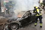 Demonstranti proti summitu G20 zapalovali auta.