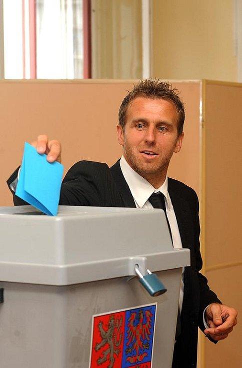 Šéf fotbalového klubu Českých Budějovic Karel Poborský hlasuje pro nového předsedu ČMFS.