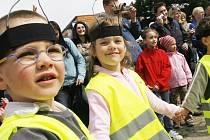 Den země oslavily i děti a jejich rodiče,při řadě soutěží,taneč¬ků,povídání ,hraní,v mateřské škole Františka Ondříčka, na sídlišti Vltava, v Českých Budějovicích