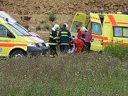 U nehody zasahují desítky příslušníků záchranného sboru.