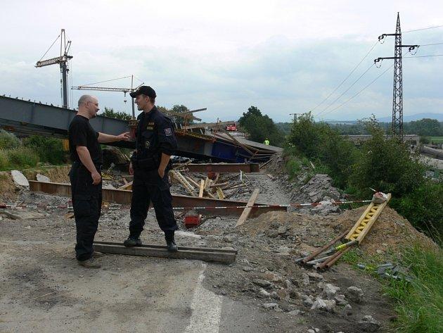 Na místě nehodu šetří drážní inspekce i policisté.