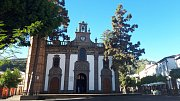 Gran Canaria. Kostelík a náměstí v městečku Teror.