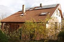 Jedna z prvních instalací fotovoltaické elektrárny v Praze , konkrétně v Kyjích.
