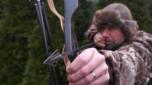 Luky ano, kuše ne. Novela zákona chce povolit lov zakázanou zbraní