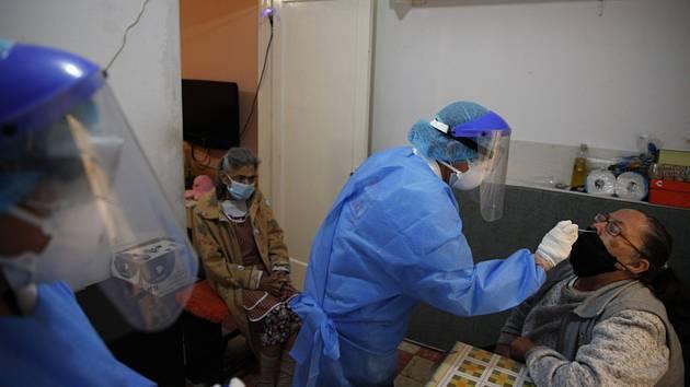 Odběry na koronavirus v Mexiku