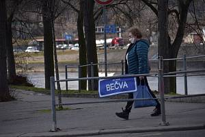 Nápis Je suis Bečva na mostu E. Beneše v Ústí n. L.