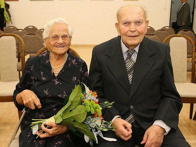 Helena a Robert Jungmannovi oslavili v pátek 11. listopadu 2011 platinovou svatbu. Manželé jsou 70 let.