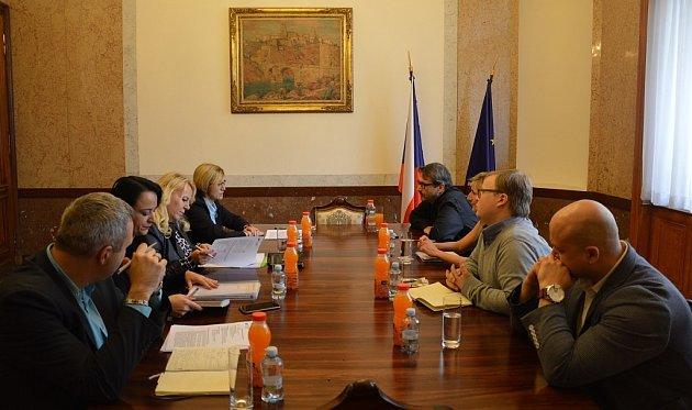 Ministryně pro místní rozvoj Karla Šlechtová při jednání se zástupci Národní sítě Místních akčních skupin.
