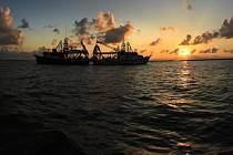 Čínské společnosti nelegálně loví ryby u pobřeží západní Afriky a někdy vysílají nepravdivá data o místě, kde se nacházejí – například tvrdí, že jsou u Mexika.