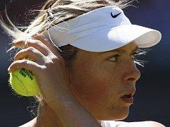 Maria Šarapovová překvapivě nestačila ve 2. kole Wimbledonu na Giselu Dulkovou z Argentiny.