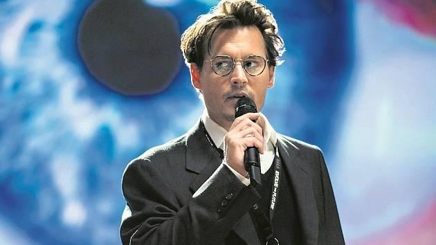 Originální zápletka zaujala i Johnnyho Deppa, který proto kývl na hlavní roli.