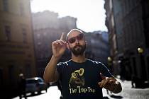 Kapelník skupiny The Tap Tap Šimon Ornest.