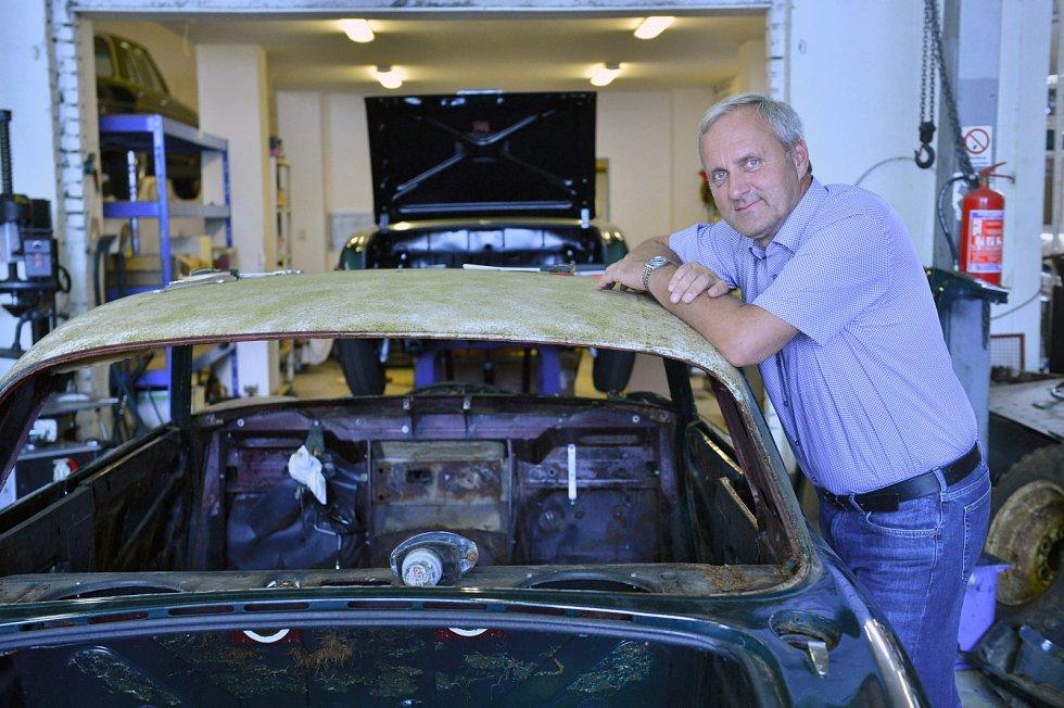 Klasická auta, vytvořená a vyrobená od konce 50. do začátku 70. let, především sporťáky - kupé, roadstery a kabriolety - pořád uchvacují svou krásou.