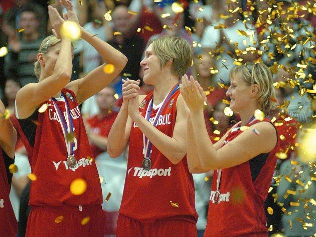 České basketbalistky slaví stříbrné medaile na mistrovství světa.