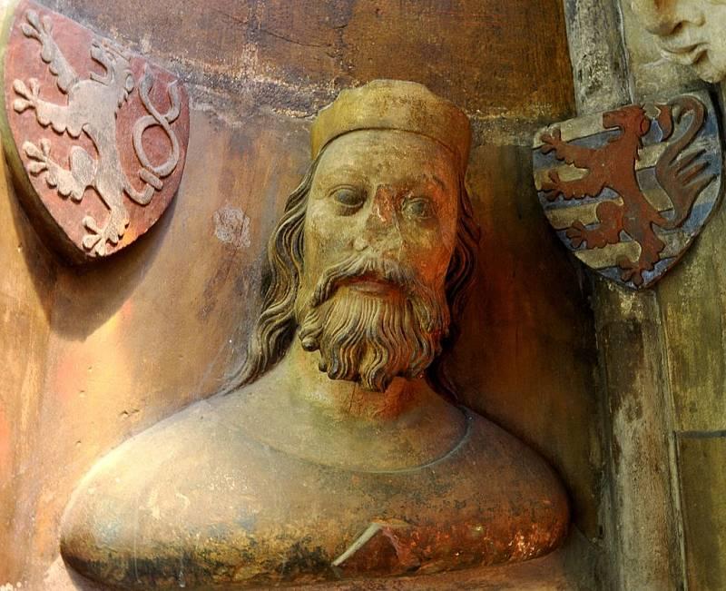 Busta Jana Lucemburského ve svatovítské katedrále, pocházející ze sochařské hutě Petra Parléře