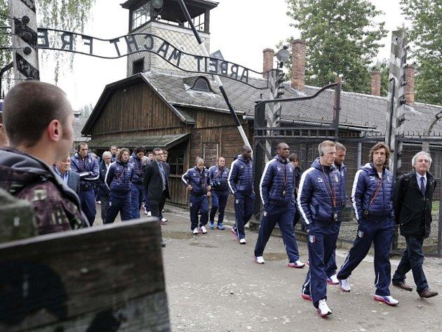 Italští fotbalisté navštívili Osvětim.