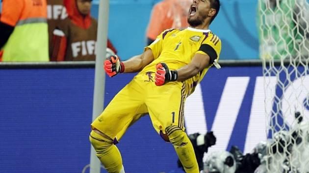 Hrdina. Brankář Argentiny Sergio Romero chytil dvě penalty Nizozemsku.