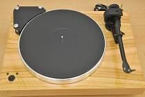 Největší evropský a patrně i světový producent gramofonů v kvalitě Hi-Fi SEV Litovel loni vyrobil a prodal rekordních 96.000 gramofonů.
