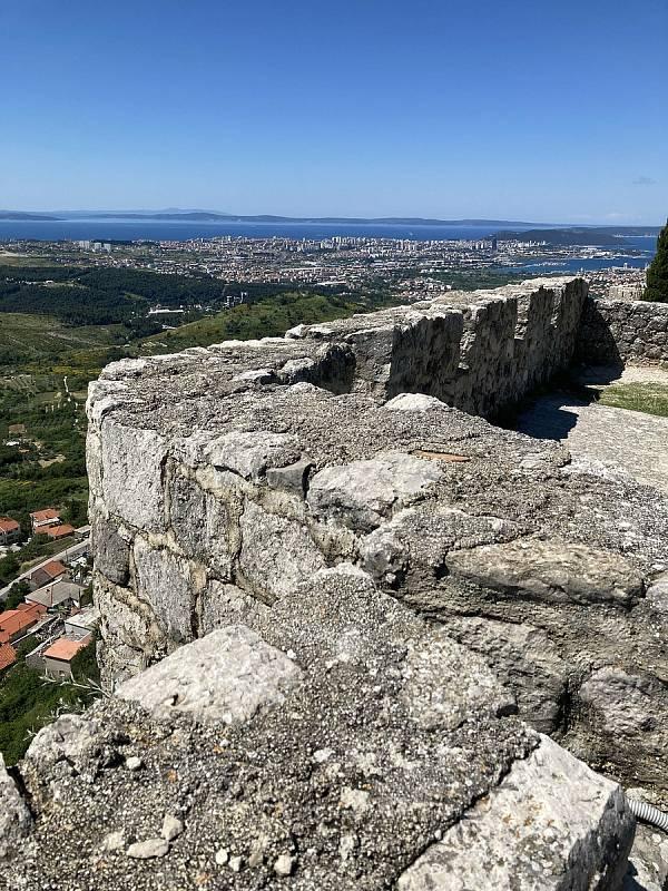Ze starobylé pevnosti Klis, v níž se natáčely některé scény seriálu Hra o trůny, mají turisté stejně dobrý pohled na Split, jako měli kdysi obávaní osmanští dobyvatelé.
