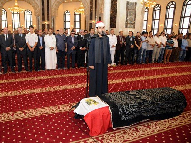 Blízcí přátelé a rodina se dnes naposledy rozloučili s legendárním egyptským hercem Omarem Sharifem. Smuteční obřad se odehrál v mešitě na východním předměstí Káhiry.