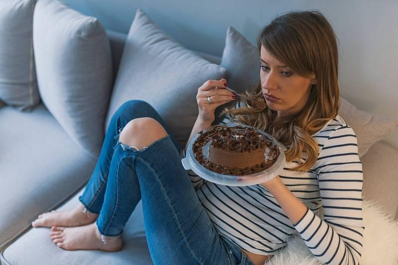 Mnoho lidí zahání deprese jídlem.