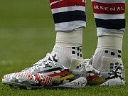 Dlouhé týdny nejistoty: Německý fotbalista Lukas Podolski podpořil Michaela Schumachera na kopačce
