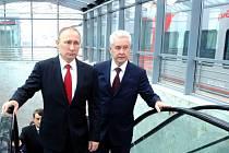 Ruský prezident Vladimir Putin se starostou Moskvy Sergejem Sobjaninem. Oba raději kandidovali jako nezávislí