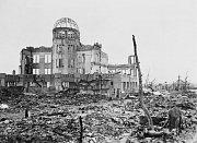 Některé stavby výbuch atomové bomby přežily. Takzvaný Atomový dóm slouží jako památník tragických událostí dodnes.