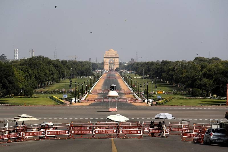 Zákaz vycházení doslova vylidnil i hlavní ulici spojující vládní budovy s obloukem nazvaným Brána Indie v Novém Dillí.