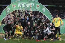 Fotbalisté Manchesteru City po vítězství ve finále anglického Ligového poháru 1. března 2020