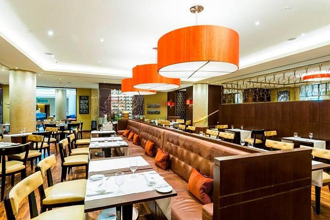 Marriott hotel, Midtown Grill v Praze.