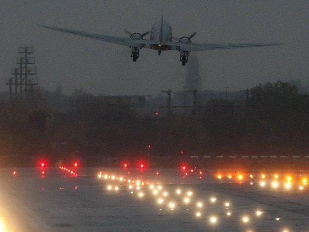 Jedna slavná éra končí: 85letá historie berlínského letiště Tempelhof o čtvrteční půlnoci za sebou definitivně zavírá dveře.