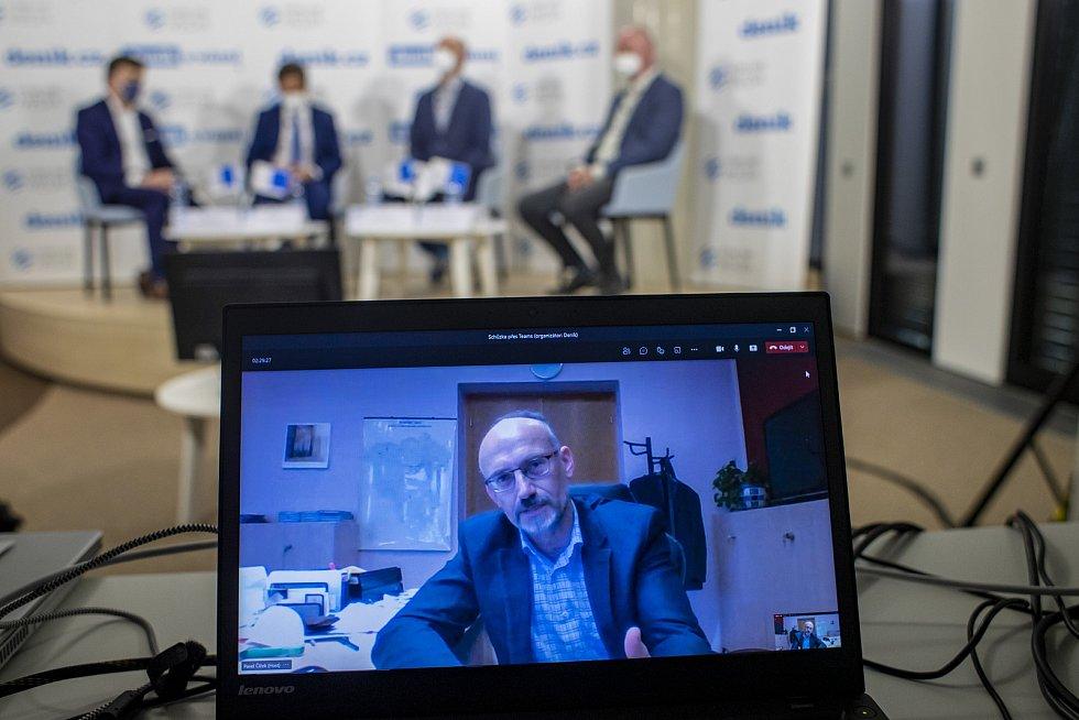 On-line debata Deníku na téma Nebezpečné silnice v Česku. Pavel Čížek (na monitoru)