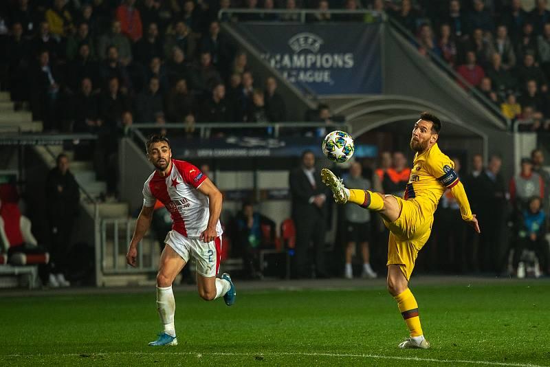 Fotbalový zápas skupiny F (liga mistrů), SK Slavia Praha - FC Barcelona, 23. října 2019 v Praze. Na snímku zleva David Hovorka, Lionel Messi.