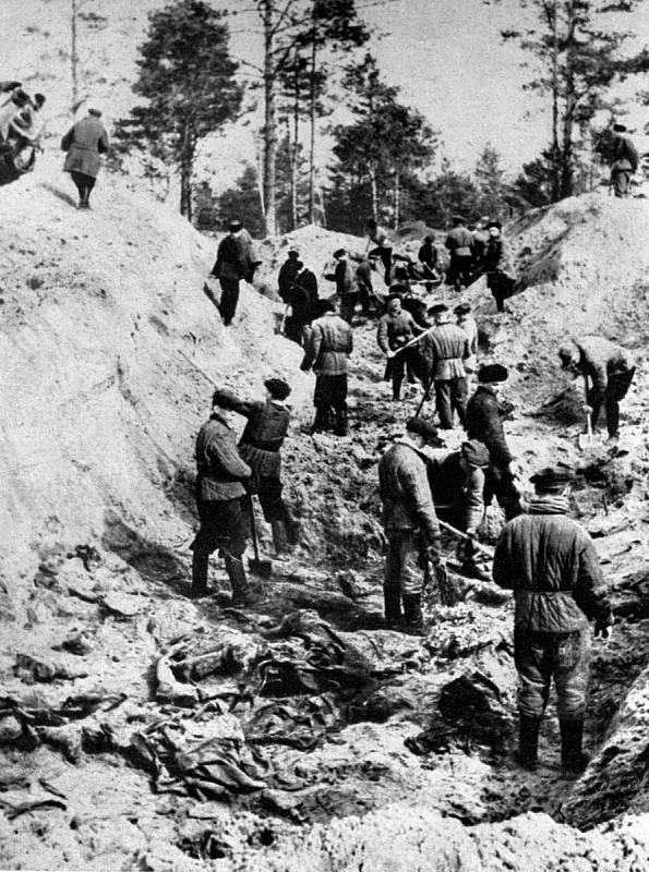 V roce 1943 byl v Katyni odhalen masový hrob asi 15 tisíc polských důstojníků, povražděných Sověty