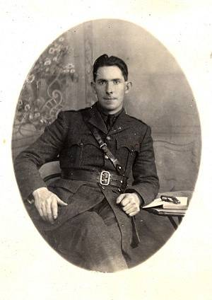Příslušník Irské republikánské armády Seán MacEoin, v roce 1921 odsouzený k trestu smrti. Snaha o jeho osvobození rozpoutala peklo