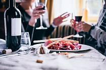 Španělé budou letos hlídat kvalitu jídla v hotelích obzvláště pozorně. Odmítají se nadále soudit s Brity, kteří se údajně u nich otrávili jídlem.