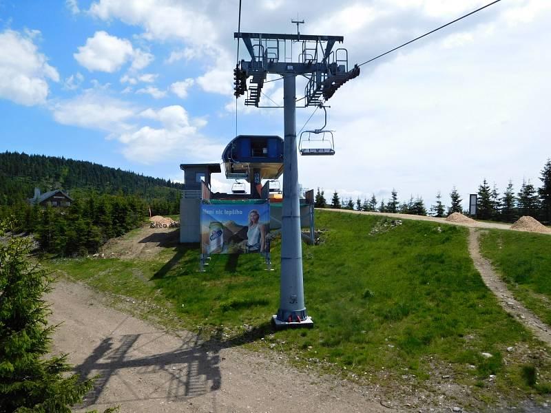 Stezka v oblacích na Dolní Moravě: sedačková lanovka