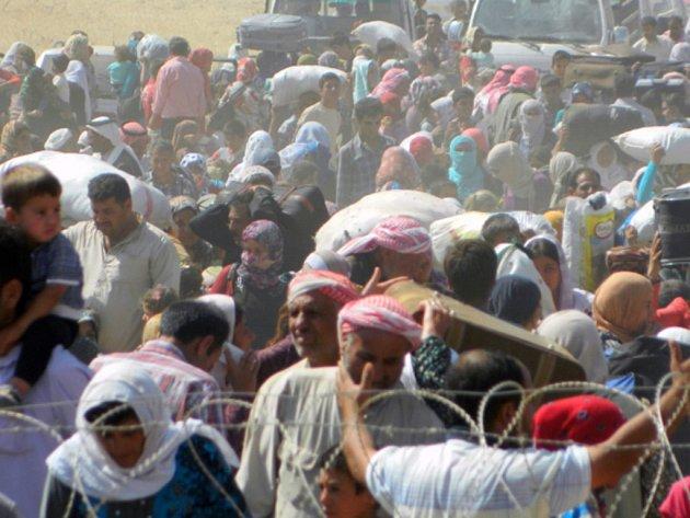 Za posledních 24 hodin vstoupilo do Turecka už 45.000 syrských Kurdů, prchajících před razantním postupem bojovníků z radikálního hnutí Islámský stát.