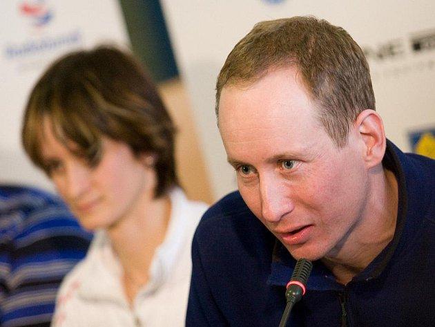 Dvojnásobný bronzový olympijský medailista z Vancouveru Lukáš Bauer na tiskové konferenci po příletu do Prahy.
