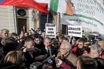 Prezident Václav Klaus se v sobotu 3. října zúčastnil demonstrace proti Lisabonské smlouvě.