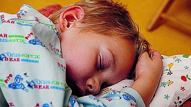 Kvalitní spánek je důležitý pro regeneraci člověka a správný vývoj dítěte.