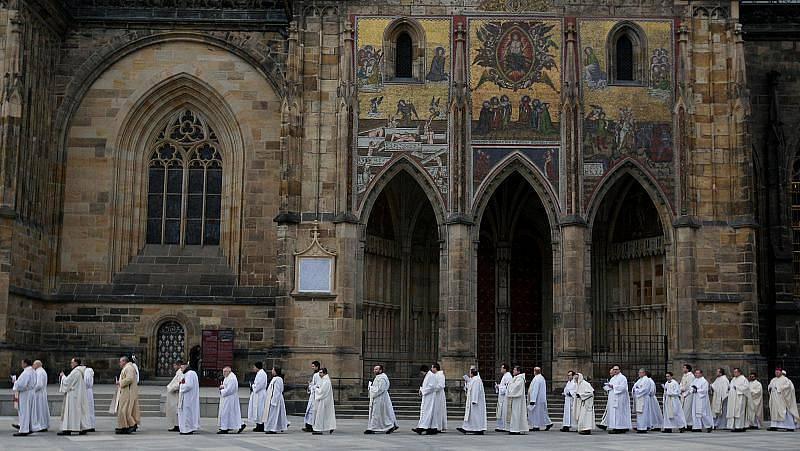 Na svátek Uvedení Páně do chrámu (oslava Světového dne zasvěcených osob) v Praze se 2. února uskutečilo tradiční setkání řeholníků, řeholnic a zasvěcených osob s pražským arcibiskupem Dominikem Dukou.