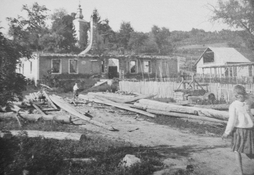 Válkou zničená slovenská obec Nižná Pisaná.