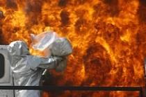 Někdy se podaří zlikvidovat dodávku už v zárodku. Minulý týden v peruánské Limě policie spálila stovky kilogramů kokainu. Drogám však na cestě do Evropy kromě sporadických zásahů jihoamerické policie už nic nehrozí