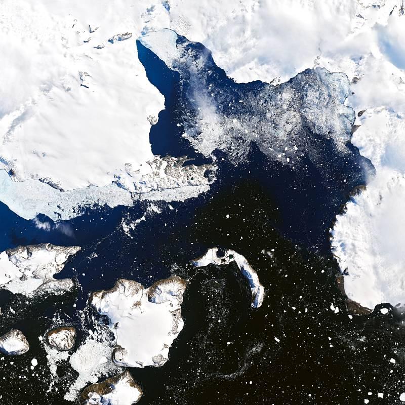 Satelitní snímek Antarktidy ze 4. února 2020