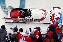 Kanaďanky Kaillie Humphriesová a Heather Moyseová si dojely ve Vancouveru pro zlato.